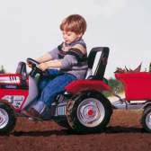 Как выбрать педальную машину для ребенка