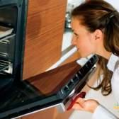 Лучшие способы отмыть противень для духовки от жира и нагара