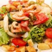 Салат с креветками и кальмарами - рецепт