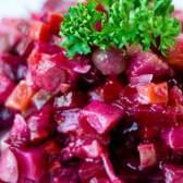 Винегрет классический. Рецепт винегрета с горошком. Винегрет без капусты, с фасолью, с селедкой.